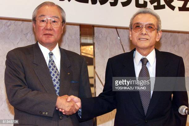 Yoichi Morishita President of Japan's electronics giant Matsushita shakes hands with Hiroshi Yamauchi President of Japan's video game giant Nintendo...
