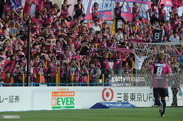 Yoichiro Kakitani of Cerezo Osaka celebrates the win with supporters after during the JLeague match between Kashiwa Reysol and Cerezo Osaka at...