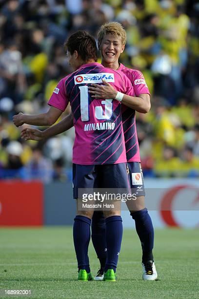 Yoichiro Kakitani of Cerezo Osaka celebrates the win with Takumi Minamino during during the JLeague match between Kashiwa Reysol and Cerezo Osaka at...