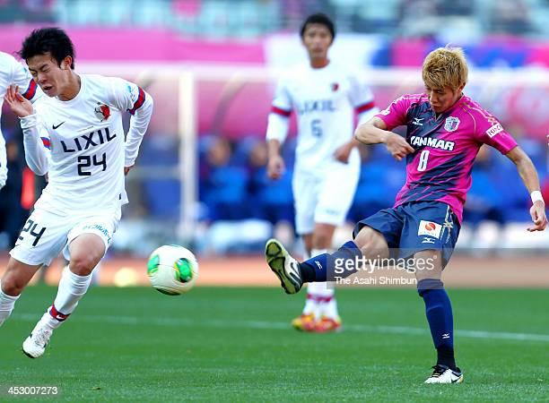 Yoichiro Kakitani of Cerezo Osaka scores his team's first goal during the JLeague match between Cerezo Osaka and Kashima Antlers at Nagai Stadium on...