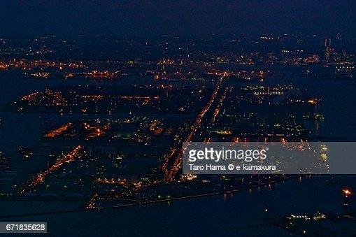 Yokohama Bay Bridge and Keihin factory area in Kawasaki and Yokohama city night aerial view from airplane : ストックフォト