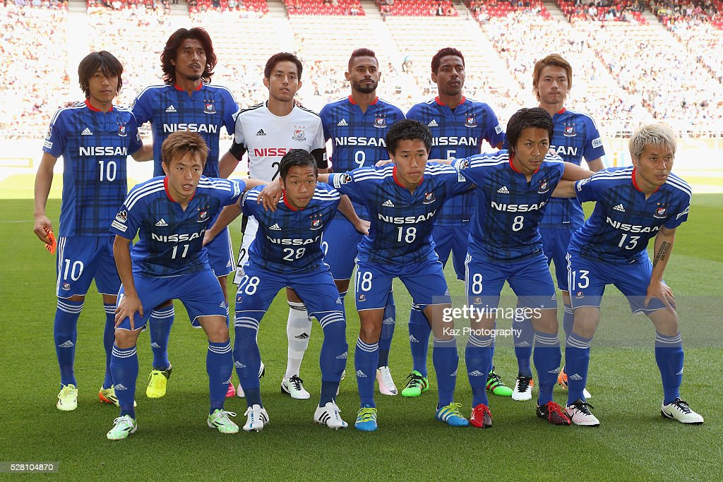 Yokohama F.Marinos players line up for the team photos prior to the J.League match between Nagoya Grampus and Yokohama F.Marinos at the Toyota Stadium on May 4, 2016 in Toyota, Aichi, Japan.