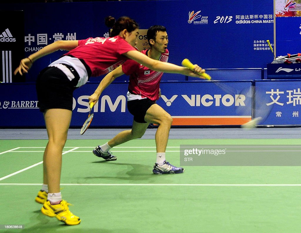 Yoo Yeon Seong and Eom Hye Won (L) of South Korea returns a shot against Zhang Nan and Zhao Yunlei of China during the mixed doubles final match of the 2013 China Masters in Changzhou, east China's Jiangsu province on September 15, 2013. Zhang and Zhao won 21-18, 21-12. CHINA