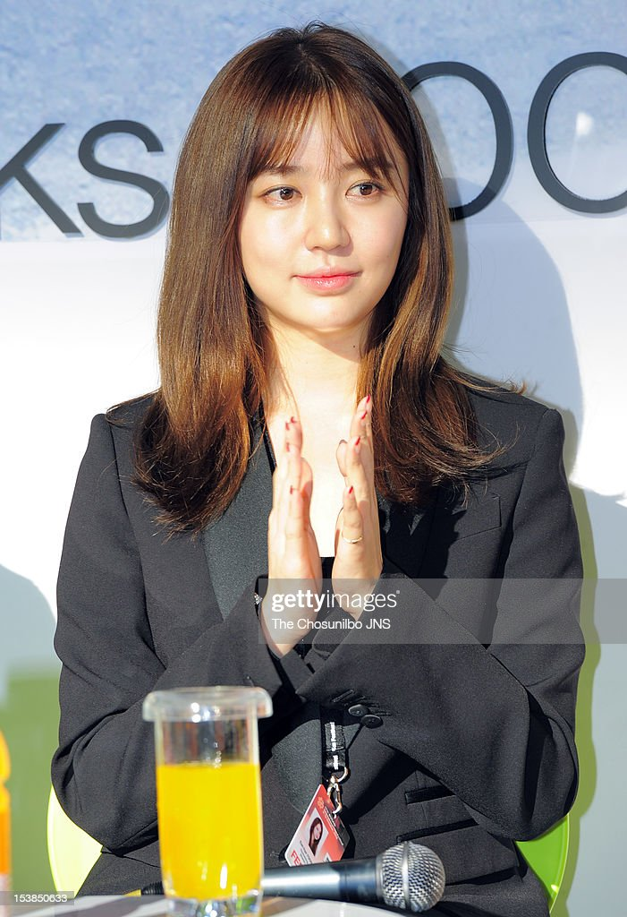 <a gi-track='captionPersonalityLinkClicked' href=/galleries/search?phrase=Yoon+Eun-Hye&family=editorial&specificpeople=4342448 ng-click='$event.stopPropagation()'>Yoon Eun-Hye</a> attends 'Short Film, Long Chat' to introduce her debut film 'The Knitting' as a director during the 17th Busan International Film Festival (BIFF) at the Busan Cinema Center Bookcafe Lounge on October 7, 2012 in Busan, South Korea.