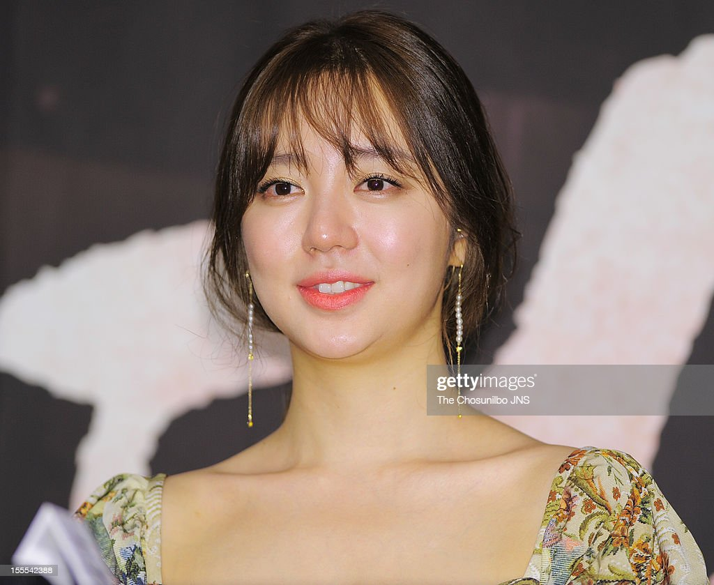 <a gi-track='captionPersonalityLinkClicked' href=/galleries/search?phrase=Yoon+Eun-Hye&family=editorial&specificpeople=4342448 ng-click='$event.stopPropagation()'>Yoon Eun-Hye</a> attends the MBC Drama 'Missing You' Press Conference at lotte hotel on November 1, 2012 in Seoul, South Korea.