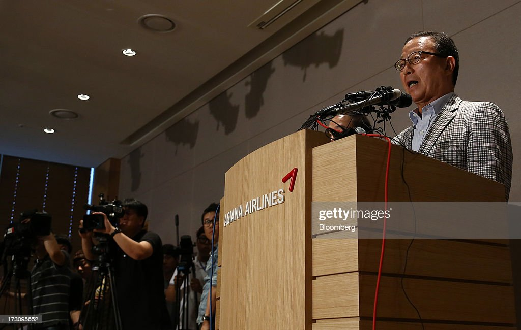 Yoon Young Doo, chief executive officer and president of Asiana Airlines Inc., speaks during a news conference at the company's headquarters in Seoul, South Korea, on Sunday, July 7, 2013. A Boeing Co. 777 flown by South Korea's Asiana Airlines crashed while landing in San Francisco yesterday, killing two people as passengers escaped down emergency slides before a fire swept through the plane. Yoon apologized for the crash and said that Asiana is struggling to confirm details of casualities through the U.S. authorities. Photographer: SeongJoon Cho/Bloomberg via Getty Images