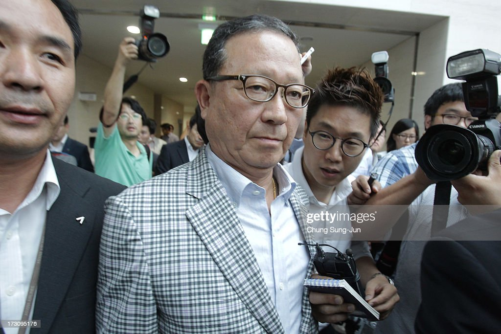 Yoon Young-Doo, President of the Asiana Airlines after his media briefing at their headquarters on July 7, 2013 in Seoul, South Korea. Two people are dead and more than 180 injured after an Asiana Airlines Boeing 777 aircraft coming from Seoul, South Korea crash-landed at San Francisco International Airport on July 6, 2013.