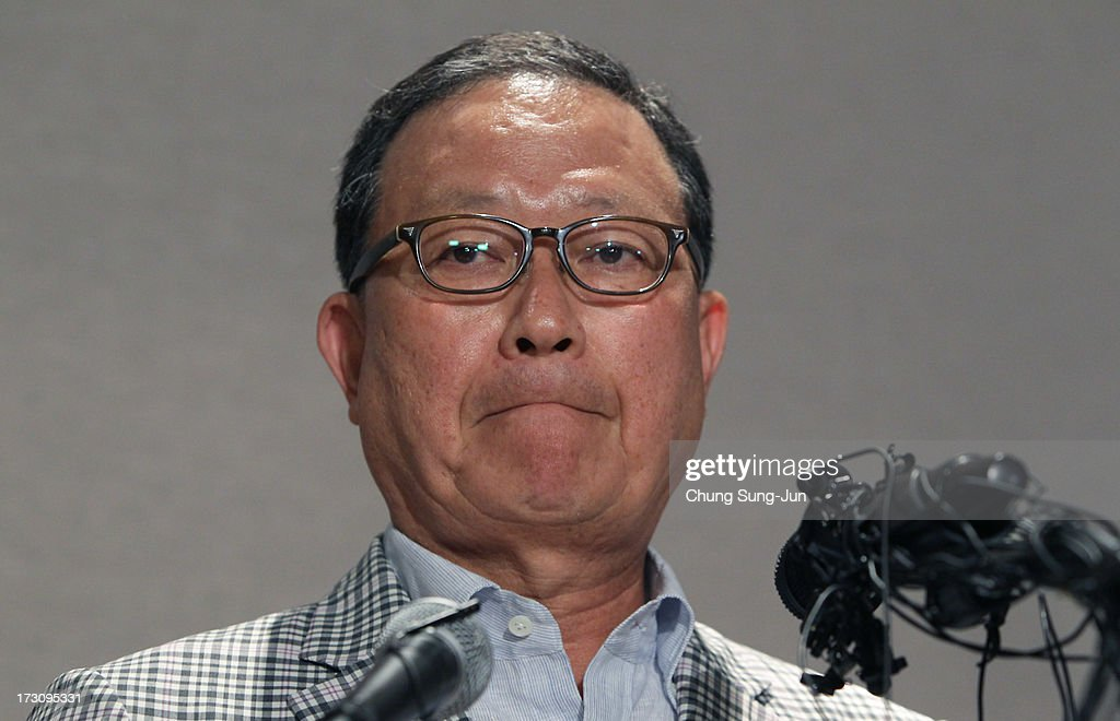 Yoon Young-Doo, President of the Asiana Airlines attends a media briefing at their headquarters on July 7, 2013 in Seoul, South Korea. Two people are dead and more than 180 injured after an Asiana Airlines Boeing 777 aircraft coming from Seoul, South Korea crash-landed at San Francisco International Airport on July 6, 2013.