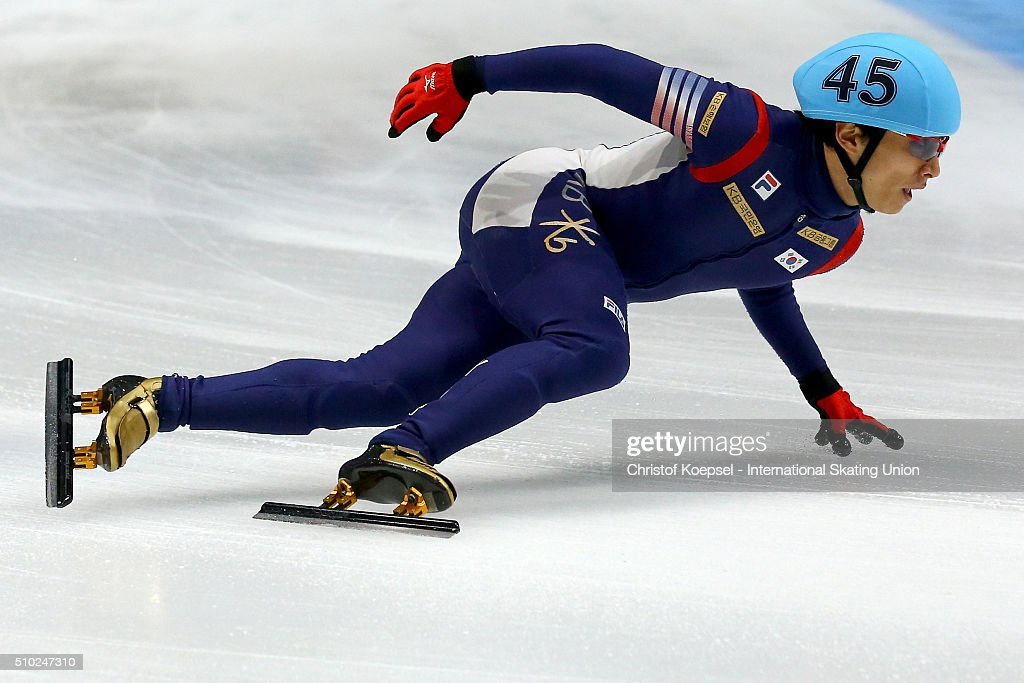 Yoon-Gy Kwak of Korea skates during the men 5000m relay final A during Day 3 of ISU Short Track World Cup at Sportboulevard on February 14, 2016 in Dordrecht, Netherlands.