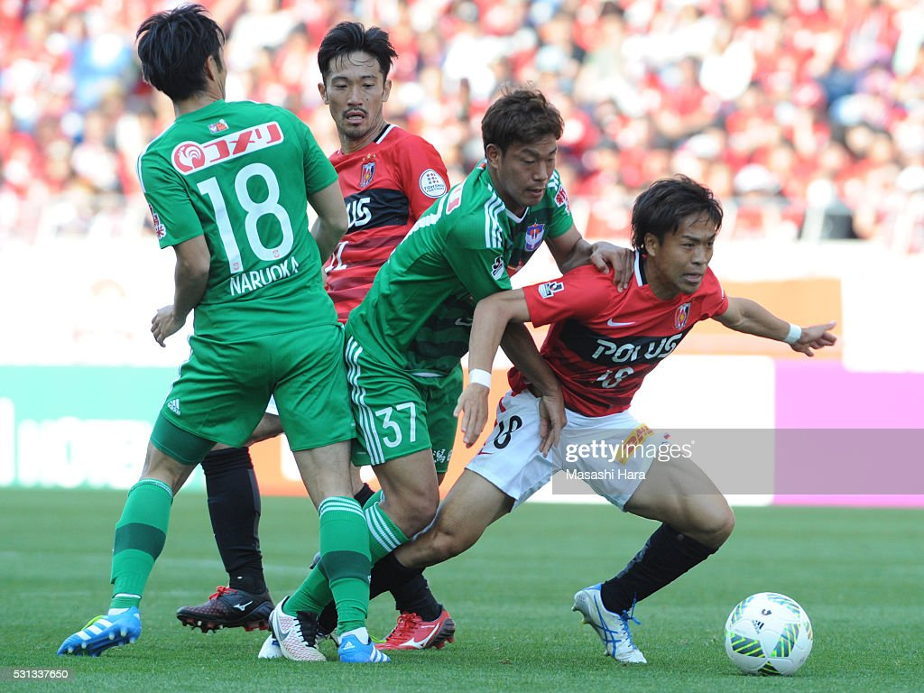 Yoshiaki Komai #18 of Urawa Red Diamonds in action during the J.League match between Urawa Red Diamonds and Albirex Nigata at the Saitama stadium on May 14, 2016 in Saitama, Japan.