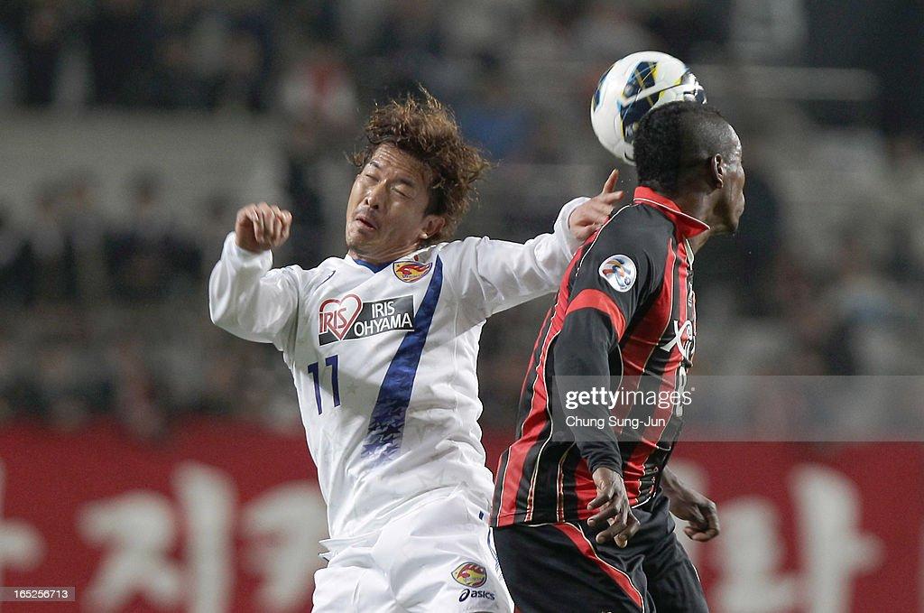 Yoshiaki Ohta of Vegalta Sendai competes with Adilson Dos Santos of FC Seoul during the AFC Champions League Group E match between FC Seoul and Vegalta Sendai at Seoul World Cup Stadium on April 2, 2013 in Seoul, South Korea.