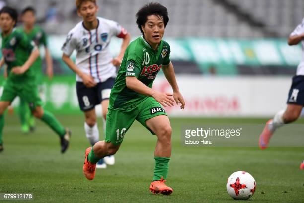 Yoshiaki Takagi of Tokyo Verdy in action during the JLeague J2 match between Tokyo Verdy and Yokohama FC at Ajinomoto Stadium on May 7 2017 in Chofu...