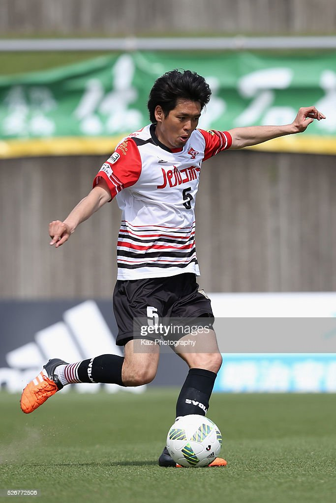 Yoshihiro Masuko of Grulla Morioka in action during the J.League third division match between Fujieda MYFC and Grulla Morioka at the Fujieda Stadium on May 1, 2016 in Fujieda, Shizuoka, Japan.