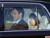 Yoshiki Kuroda and Sayako Kuroda are seen upon arrival at the Imperial Palace a day after their wedding on November 16 2005 in Tokyo Japan