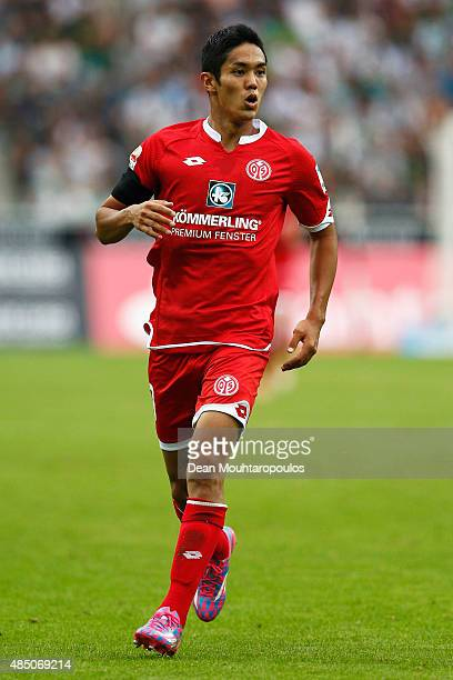 Yoshinori Muto of Mainz 05 in action during the Bundesliga match between Borussia Moenchengladbach and 1 FSV Mainz 05 held at BorussiaPark on August...