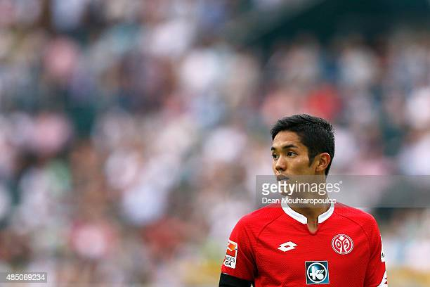 Yoshinori Muto of Mainz 05 looks on during the Bundesliga match between Borussia Moenchengladbach and 1 FSV Mainz 05 held at BorussiaPark on August...