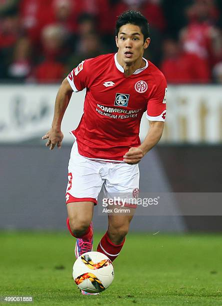 Yoshinori Muto of Mainz controles the ball during the Bundesliga match between 1 FSV Mainz 05 and Eintracht Frankfurt at Coface Arena on November 28...