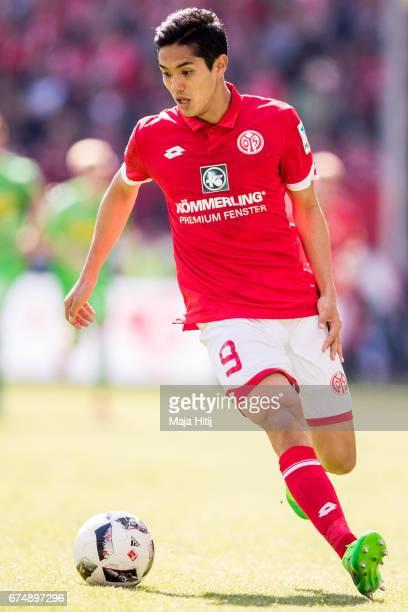 Yoshinori Muto of Mainz controls the ball during the Bundesliga match between 1 FSV Mainz 05 and Borussia Moenchengladbach at Opel Arena on April 29...