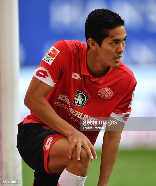 Yoshinori Muto of Mainz reacts after a missed chance during the Bundesliga match between Hamburger SV and 1 FSV Mainz 05 at Volksparkstadion on May 7...