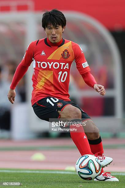 Yoshizumi Ogawa of Nagoya Grampus in action during the J League match between Nagoya Grampus and Vissel Kobe at the Mizuho Athletic Stadium on March...