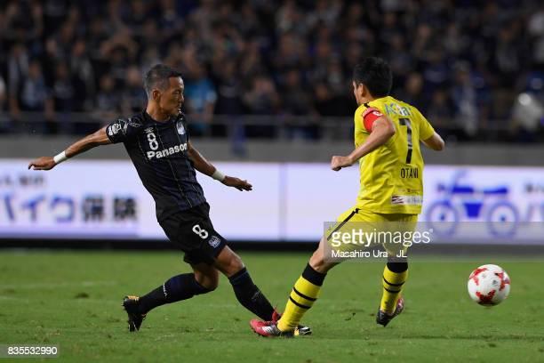 Yosuke Ideguchi of Gamba Osaka and Hidekazu Otani of Kashiwa Reysol during the JLeague J1 match between Gamba Osaka and Kashiwa Reysol at Suita City...