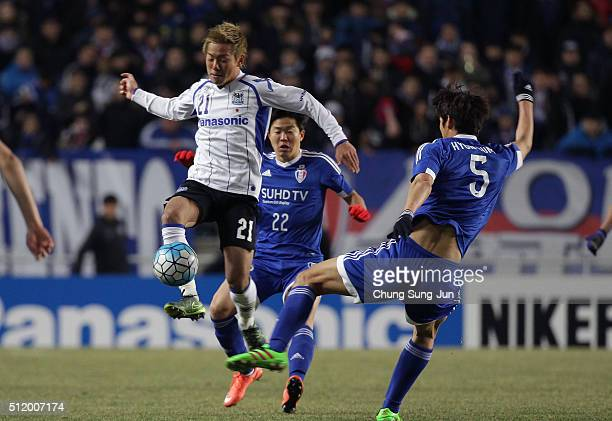 Yosuke Ideguchi of Gamba Osaka competes for the ball with Park HyunBem of Suwon Samsung Bluewings during the AFC Champions League Group G match...