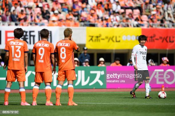 Yosuke Kashiwagi of Urawa Red Diamonds prepares for taking a free kick during the JLeague J1 match between Albirex Niigata and Urawa Red Diamonds at...