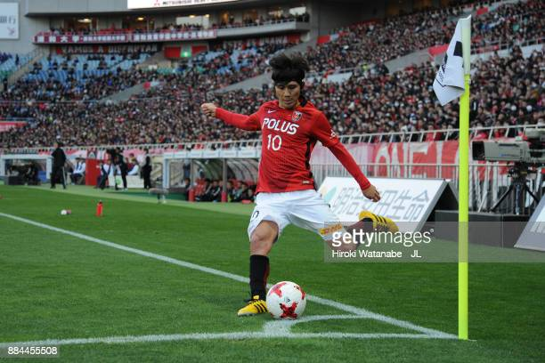Yosuke Kashiwagi of Urawa Red Diamonds takes a corner kick during the JLeague J1 match between Urawa Red Diamonds and Yokohama FMarinos at Saitama...