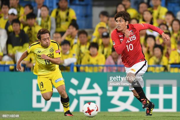 Yosuke Kashiwagi of Urawa Red Diamonds takes on Hiroto Nakagawa of Kashiwa Reysol during the JLeague J1 match between Kashiwa Reysol and Urawa Red...