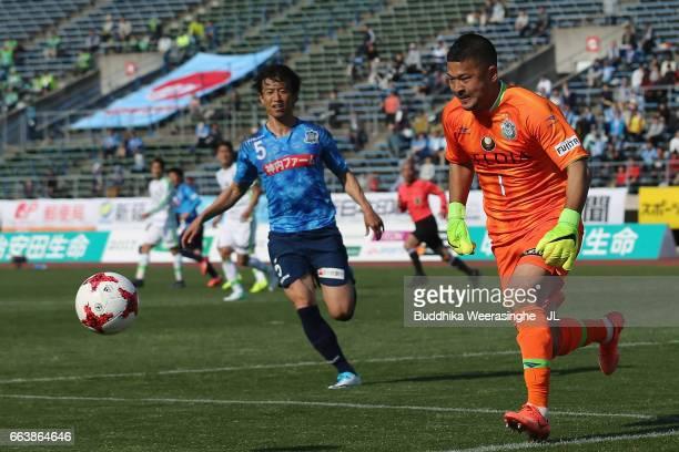Yota Akimoto of Shonan Bellmare in action during the JLeague J2 match between Kamatamare Sanuki and Shonan Bellmare at Pikara Stadium on April 2 2017...