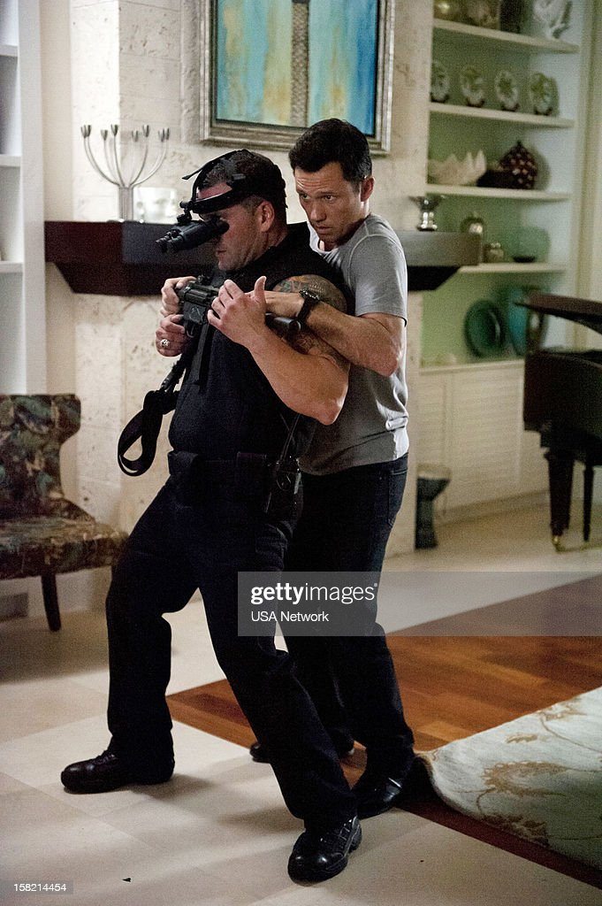 NOTICE -- 'You Can Run (Part Two)' Episode 618 -- Pictured: (right) <a gi-track='captionPersonalityLinkClicked' href=/galleries/search?phrase=Jeffrey+Donovan&family=editorial&specificpeople=767727 ng-click='$event.stopPropagation()'>Jeffrey Donovan</a> as Michael Westen --