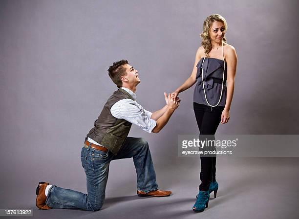 Jeune adulte couple hétérosexuel relation proposition