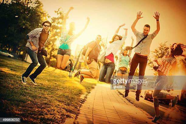 Junge Erwachsene, die Spaß haben.