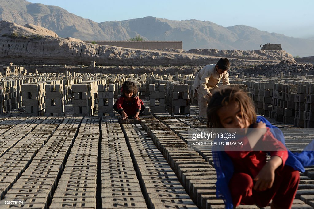 Young Afghan children sort bricks at a traditional brick factory during International Labour Day on the outskirts of Jalalabad on May 1, 2016. International Labour Day is marked annually on May 1. / AFP / NOORULLAH
