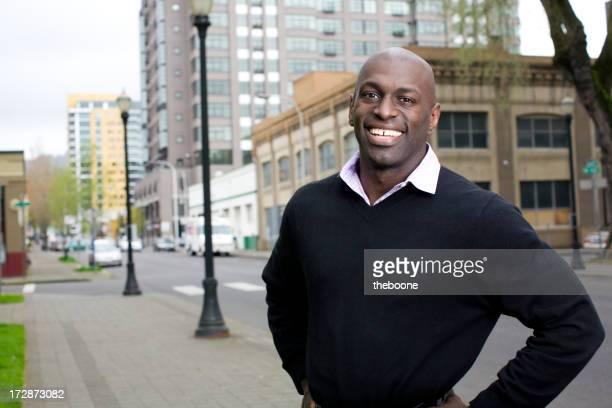 Giovani Uomo d'affari americano africano