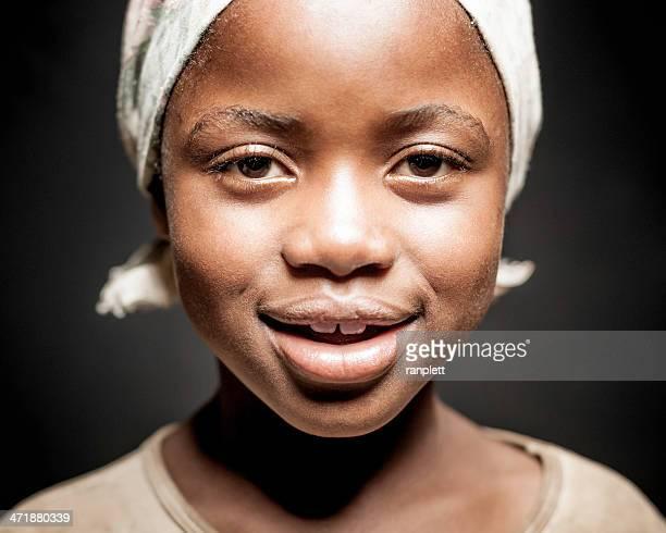 Junge Afrikanische Mädchen (isoliert auf schwarz)