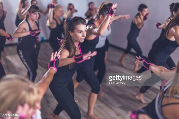 Junge, gesunde Frauen Training