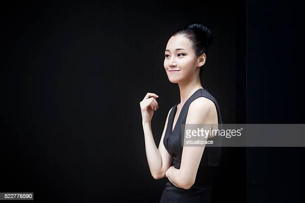 Junge asiatische Frauen : Eine starke Hoch Überflieger!