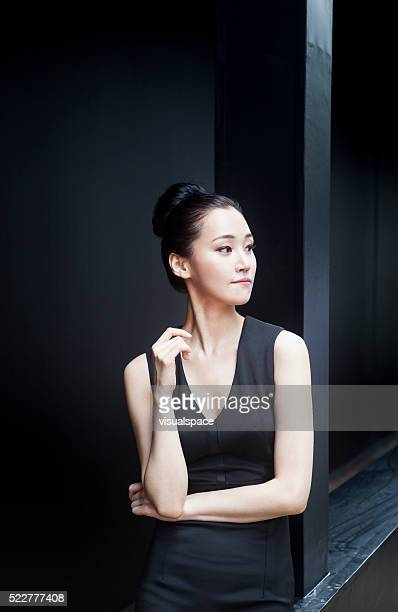 Jeune femme asiatique en quête d'opportunités