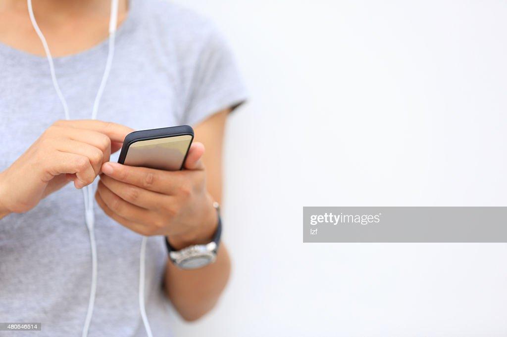 Junge asiatische Frau mit smartphone : Stock-Foto