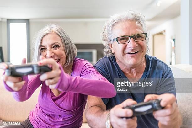 Jeune de cœur grands-parents series : Jouer de jeux vidéo