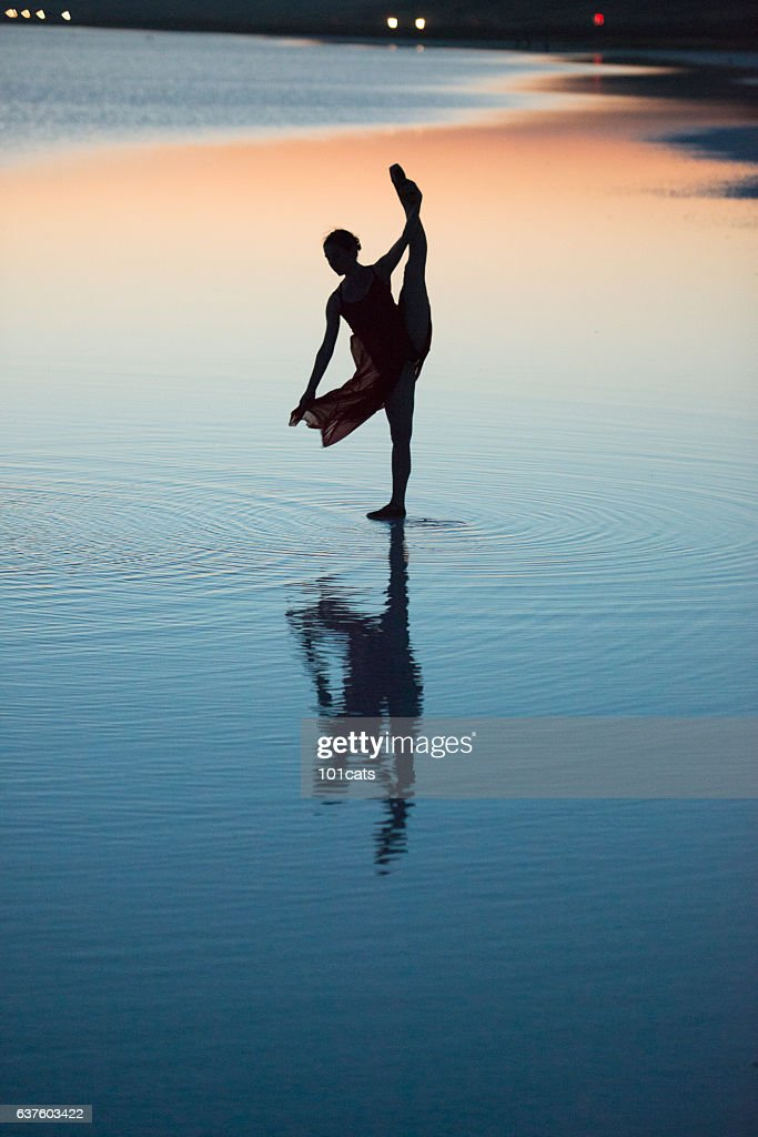 Young ballerina dancing on the salt lake : Stock-Foto