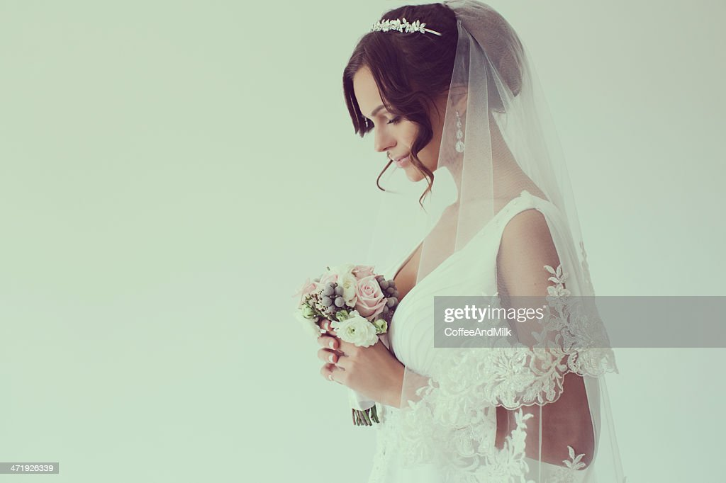 Young beautiful bride : Stock Photo