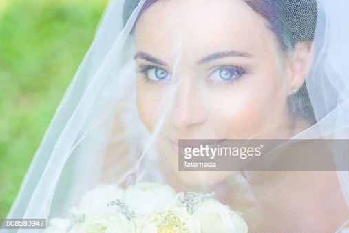 Young Beautiful bride : Stockfoto
