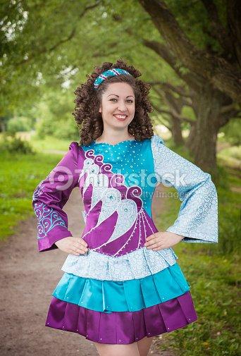 Kleid Posieren Schöne Freien Im Junge Tanzen Mädchen Irischen Vn0wy8nmop g6yvY7Ibfm