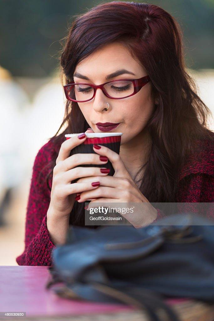 young beautiful traveler enjoying a coffee at street cafe : Stockfoto