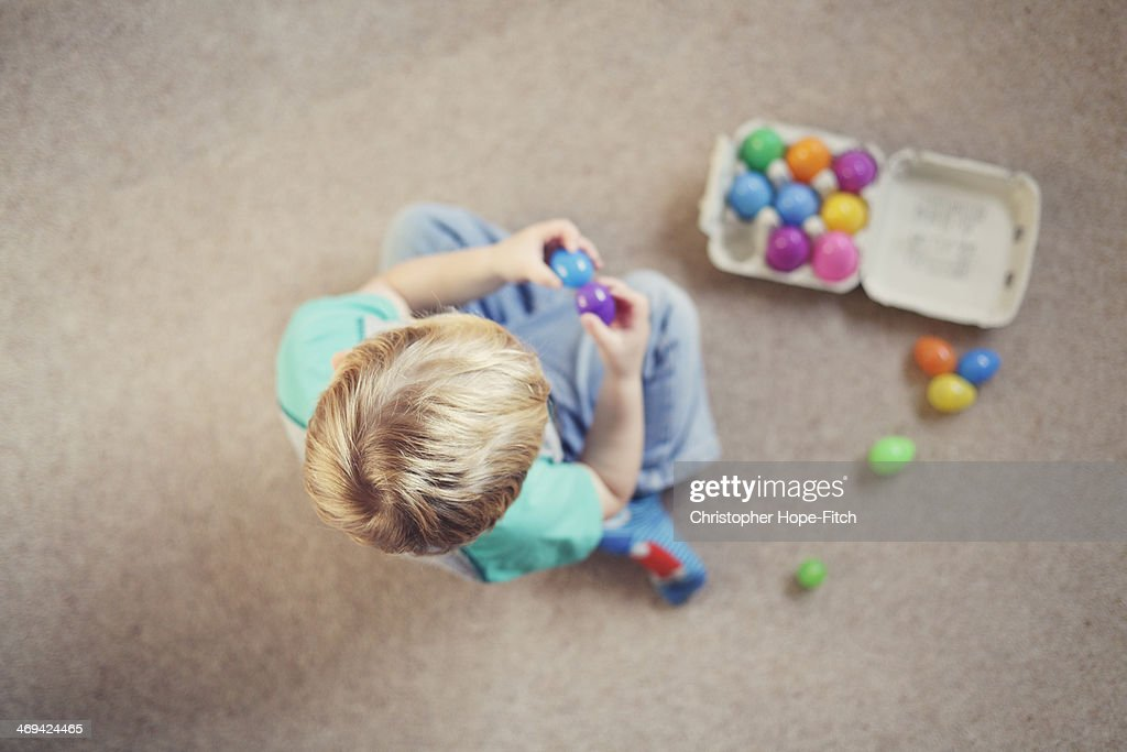 Young boy counting : Stock Photo