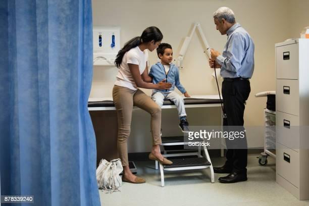 Young Boy mit einem Check Up