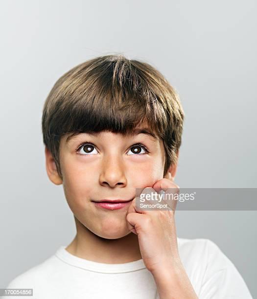 Young boy pensamiento