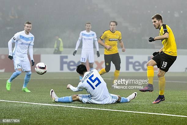 TOPSHOT Young Boys' Austrian midfielder Thorsten Schick scores a goal during the UEFA Europa League group stage football match beetween BSC Young...